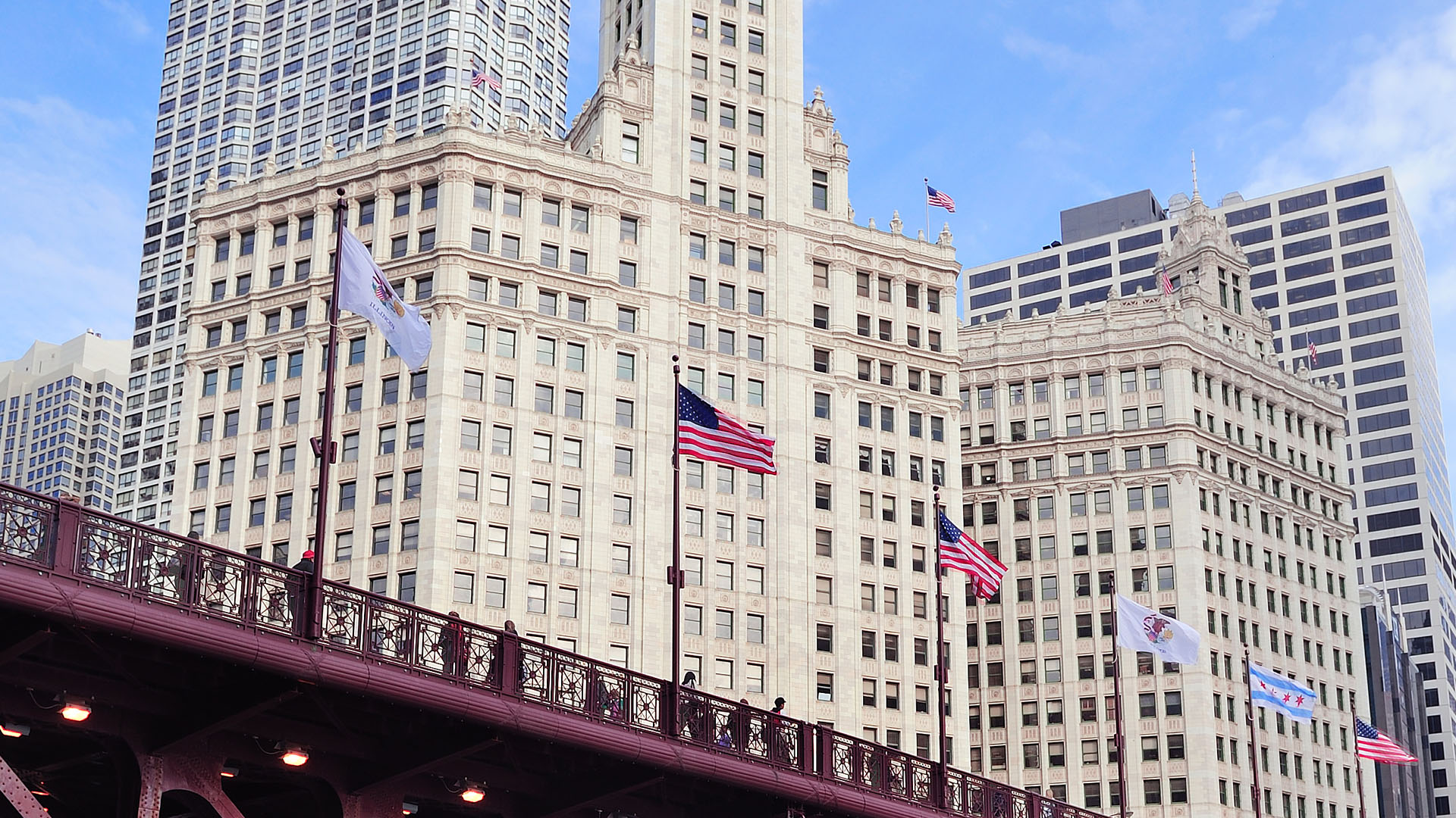 view of Wrigley Building in Chicago